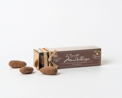 Küsnachter Mandelküsse Milk chocolate, 37% in the gold box